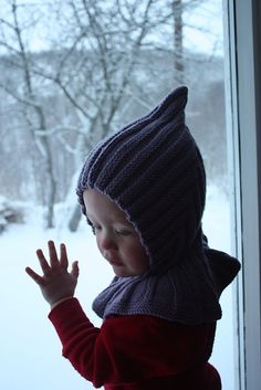 Ravelry: collared pixie pattern by Trude. Free pattern in Norwegian and English Knitted Hats Kids, Baby Hats Knitting, Knitting For Kids, Kids Hats, Knitting Yarn, Knitting Projects, Crochet Quilt, Knit Or Crochet, Crochet Baby