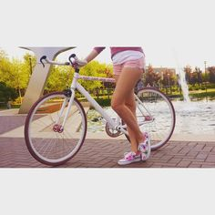 My little single speed bike. Örök hála @massivebikes #bike #bicycle #roadbike #spring #ibikebp #sunnyday #vans #pink