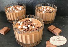 Amoureux de la mousse au chocolat et du praliné, cette recette gourmande est pour vous ! Ingrédients : 140 gr de Pralinoise (Nestlé) 4 oeufs 1 pincée de sel 40 gr de pralin en poudre
