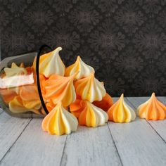 Corn Meringue Swirls These easy candy corn meringues are perfect for any fall or Halloween event!These easy candy corn meringues are perfect for any fall or Halloween event! Halloween Goodies, Halloween Treats, Fall Halloween, Halloween Inspo, Halloween Desserts, Halloween Stuff, Happy Halloween, Halloween Party, Candy Recipes