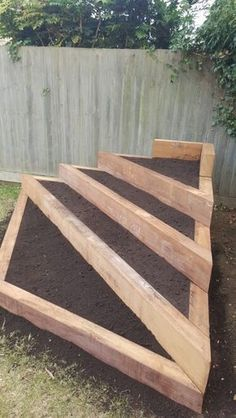 Pallet wood projects are a great way to make and sell things online or at local ... #woodproject #diywood #woodworkingproject