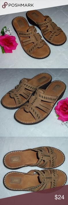 49b49fec3345cb Clarks Artisan tan leather 8.5M Very nice pair of Clarks Artisan sandals  with leather upper