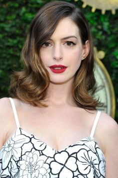 25 pretty mid-length haircut ideas perfect for summer: Anne Hathaway's wavy lob