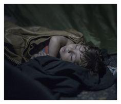 Fotógrafo captura imagens de crianças refugiadas da Síria  MAHDI, 1, EM HORGOS, SÉRVIA