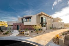 Desenhada por Blue Heron, essa casa em Las Vegas enfrenta todos os tipos de clima e seu jardim permanece intacto.