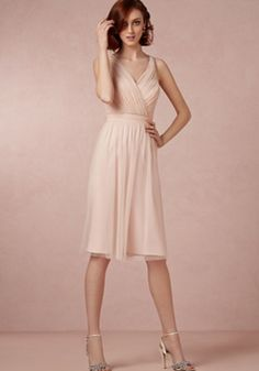 V Neck Knee Length A line Natural Waist Tulle Bridesmaid Dress With Bowknot - Lunadress.co.uk