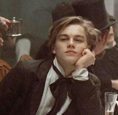 young Leonardo DiCaprio can get ittt Beautiful Boys, Pretty Boys, Cute Boys, Poses, Leonardo Dicapro, Young Leonardo Dicaprio, Leonardo Dicaprio Quotes, Kate Winslet, Aesthetic Pictures