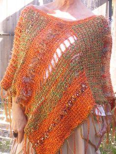 Tejidos con telar - Imagui Poncho Knitting Patterns, Loom Knitting, Hand Knitting, Tunisian Crochet, Knit Crochet, Loom Weaving, Hand Weaving, Lace Outfit, Knitted Poncho