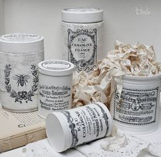 Shabby Chic Inspired Love these altered tins Altered Tins, Altered Bottles, Altered Art, Shabby Chic Crafts, Vintage Shabby Chic, Vintage Tins, Vintage Decor, Vintage Style, Herbalife