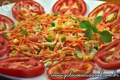 O #almoço pede uma receita fácil e prática? Então temos a colorida, deliciosa, refrescante e nutritiva Salada de Repolho e Cenoura! #Receita aqui: http://www.gulosoesaudavel.com.br/2012/10/15/salada-repolho-cenoura/