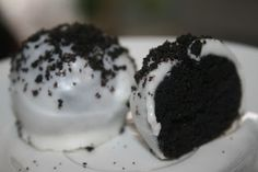 Oreo Cake Balls Recipe - Can you eat just one? Perfect mini party food!