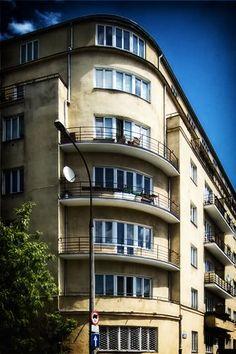 Warszawa XXI: Warszawski modernizm Functionalism, Capsule Hotel, Constructivism, Central Europe, Best Cities, Warsaw, Modern Architecture, Landscape Paintings, Poland