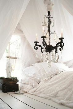 Shabby Chic Decor – Shabby Chic News Shabby Chic Bedrooms, Shabby Chic Decor, Trendy Bedroom, Home Bedroom, Bedroom Decor, Attic Bedrooms, Bedroom Ideas, Bedroom Designs, Bedroom Nook