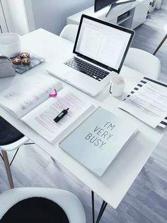 Super desk organization tips student study notes ideas Study Space, Study Desk, Work Desk, Desk Space, Study Areas, Study Organization, Planner Organization, Study Hard, Work Hard