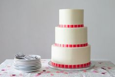 DIY your own wedding cake for a budget-friendly wedding. Stacking A Wedding Cake, Wedding Cake Boxes, Wedding Cake Prices, Diy Wedding Cake, Floral Wedding Cakes, Wedding Ideas, Cake Dowels, Types Of Frosting, How To Stack Cakes