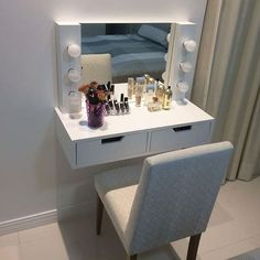 I've been spotting some fantastic DIY vanity mirror recently. Here are ideas som. - - I've been spotting some fantastic DIY vanity mirror recently. Here are ideas some of DIY vanity mirror to beautify your room. Closet Bedroom, Bedroom Decor, Bedroom Ideas, Bedroom Storage, Closet Storage, Desk Storage, Storage Mirror, Bedroom Lighting, Small Makeup Vanities