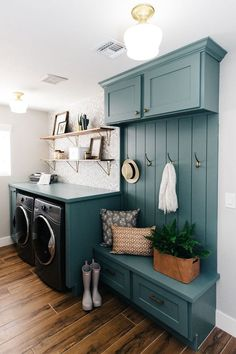 Give your laundry room with this Vintage Laundry Room Decor Idea! Find inspiration for your laundry room design classic and simple impressed. Laundry Room Layouts, Laundry Room Cabinets, Basement Laundry, Farmhouse Laundry Room, Small Laundry Rooms, Blue Cabinets, Laundry Room Storage, Laundry Room Design, Small Rooms