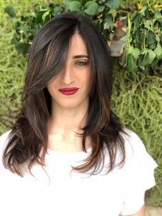 Il castano si sa, è una delle colorazioni più diffuse e apprezzate dalle donne italiane, spesso però, può risultare un po' spento e opaco, soprattutto in certi periodi dell'anno, è per questa ragione che si ricorre a shatush, colpi di sole e altre tecniche di decolorazione, nel tentativo di ravvivarlo e dare luminosità al volto...#HairGarage Long Hair Styles, Wedding, Beauty, Collection, Mariage, Beleza, Long Hair Hairdos, Weddings, Long Hair Cuts