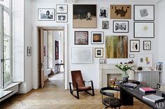 Paris apartment of design dealers Laurence and Patrick Seguin features a wall of artworks - via Architectural Digest - photo: Simon Watson Architectural Digest, Home Decor Bedroom, Living Room Decor, Living Spaces, Living Rooms, Diy Home Decor Rustic, Diy Wall Decor, Wall Decorations, Decor Inspiration