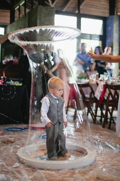 This bride did a soap and buble show for her guests, look at how cute this little one is trapped in a giant bubble