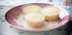 Sencillas magdalenas de limón Vanilla Cake, Cupcakes, Desserts, Food, Lemon Cupcakes, Pastries, Madeleine, Tailgate Desserts, Cupcake Cakes