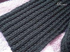 Voici u n  ensemble  écharpe moelleuse  et bonnet tout simple à faire  et rapide avec de grosses  aiguilles.   J'ai tricoté cette écharpe po...