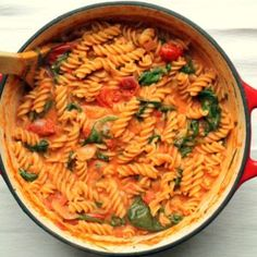 This one pot pasta has a luxurious tomato and mascarpone sauce and lots of fresh spinach. It's an easy, healthy 30 minute vegetarian dinner! #vegetarian #vegetarianrecipes #pasta #meatlessmonday