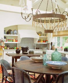 Kathryn Ireland Shares Her Favorite Inspiring Spaces! Spanish Style Homes, Spanish House, Spanish Kitchen, Spanish Revival, Spanish Colonial, Rustic Kitchen, Kitchen Dining, Dining Rooms, Hacienda Kitchen