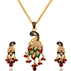 Buy Indian Jewelry online - a wide range of fashion, costume & artificial jewelry in stunning designs. Discover the most artistically crafted sets at Utsav Fashion. Head Jewelry, Jewelry Shop, Bridal Jewelry, Jewelry Ideas, Indian Jewellery Online, Indian Jewelry, Indian Dresses Online, Traditional Indian Jewellery, Pendant Set