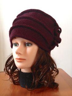 Chapeau de laine bouillie de couleur raisin pour femme 100%