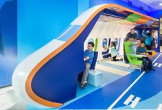 """""""Become the Pilot"""" Flight Simulator Cockpit at the jetBlue junior interactive play space, JFK Terminal designed by LHSA+DP with media by Unified Field, Inc. Photo by Jon Wallen Museum Exhibition Design, Exhibition Booth, Kids Amusement Parks, Kids Church Decor, Flight Simulator Cockpit, Creative Kids Rooms, Hotels For Kids, Playground Design, Children Playground"""