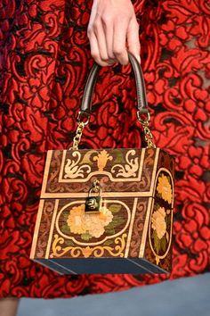 39fa8f921e Dolce   Gabbana 2013-14 (Detalhes - Details). Dolce GabbanaFashion  ShowParis Fashion WeekMilan FashionFashion BagsFashion ...