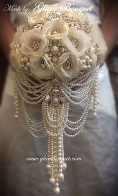 perfect. this is it! looove the heavy pearl necklace dangling feature