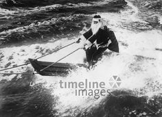 Ein Weihnachtsmann auf dem Surfbrett ullstein bild - Imagno/Timeline Images Timeline Images, 1930s, Germany, Santa, Boat, Movie Posters, Movies, Life, Fictional Characters