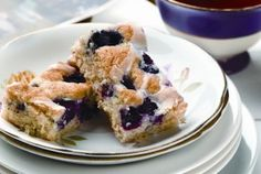 Recipe for Saskatoon Bars from Food Day Canada and the Canola Council of Canada. Using Saskatoon berries, raspberries, blueberries, etc Saskatoon Recipes, Saskatoon Berry Recipe, Dessert Bars, Dessert Recipes, Desserts, Cake Bars, Biscuits, Canadian Cuisine, Homemade Pumpkin Puree