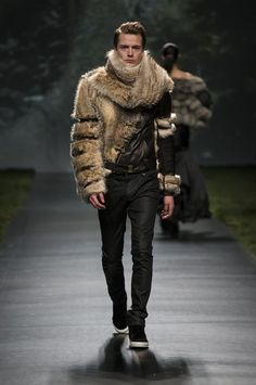 Fondo de armario » Nitin Mahajan Mens Fur, High Fashion, Mens Fashion, Vogue, Shearling Coat, Fur Collars, Parka, Personal Style, Winter Jackets