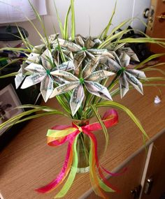 Graduation Gift İdeas - 20 Creative Ways to Gift Money – Party Ideas Money Rose, Money Lei, Money Origami, Gift Money, Origami Money Flowers, Origami Rose, Origami Butterfly, Homemade Gifts, Diy Gifts