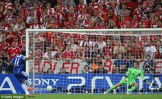 Didier Drogba scores the title wining penalty in the Champions League Final 2012!