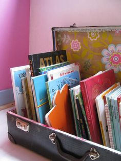best ways to organize books (Storage Solutions) Great way to store teacher read aloud if you are using a travel theme or studying regions.Great way to store teacher read aloud if you are using a travel theme or studying regions. Book Organization, Book Storage, Suitcase Storage, Vintage Suitcases, Vintage Luggage, Vintage Travel, Library Displays, Store Displays, Collection Displays