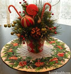 BuzzinBumble: Vintage Holiday Wreath Quilted Topper & Fabric Giveaway