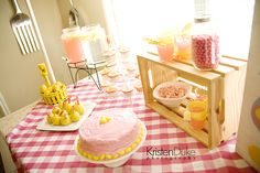So cute, I have these beverage dispensers, and my sister's engagement theme is yellow theme!!