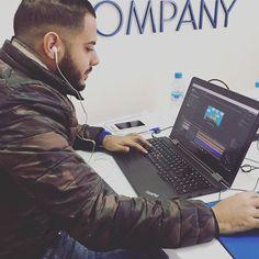 Notre Infographiste toujours connecté  #digital #marketing #marketingstrategy #marketingideas #consulting #morocco #casablanca #twc #webdesign #webcompany #webmarketing #agencemarketing #work #team #infographic #infographicvideos #infographicvideos #infographie #psd #ai #video #image #creation #creative