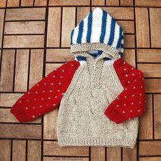 Detský svetrík s bodkami a pásikmi