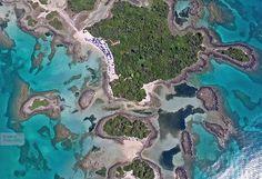 Κι όμως, το υπέροχο αυτό τοπίο δεν βρίσκεται κάπου στις Μπαχάμες, αλλά στην Βόρεια Εύβοια και συγκεκριμένα στα Λιχαδονήσια!