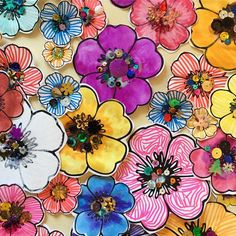 I love group projects - everyone does one flower :-) #groupart #kidsart #flowers