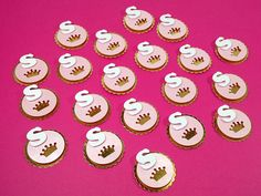 Mini tag no tema realeza ideal para decorar mini baleiro, tubetes, garrafinhas, caixinhas, na decoração do convite, etc. Festa realeza, festa coroa, festa princesa.