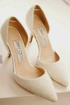Sapatos lindos com pérolas