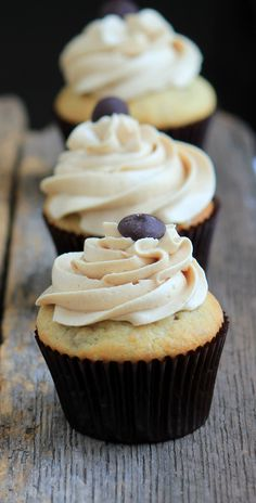 Banana Cupcakes with Peanut Butter Caramel Frosting