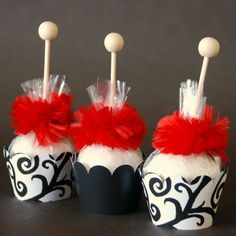 Cake Pops - red, black, white Use mini cupcake wrappers: Wedding Desserts, Wedding Favors, Party Favors, Wedding Cakes, Wedding Chocolates, Wedding Ideas, Yummy Cupcakes, Cupcake Cookies, Mini Cupcakes
