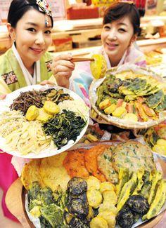 korean feastival essay Short essay on importance of festivals of india category: important india on december 26, 2013 by vikash pathak  short essay on holi festival .